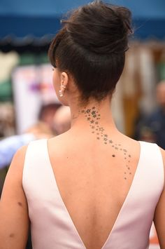 Pin for Later: The Ultimate Celebrity Tattoo Gallery Rihanna Rihanna got a cluster of stars tattooed on her back.Pin for Later: The Ultimate Celebrity Tattoo Gallery Rihanna Rihanna got a cluster of stars tattooed on her back. Rihanna Star Tattoo, Rhianna Tattoos, Celebrity Tattoos Women, Tattoos For Women, Celebrities Tattoos, Cute Tattoos, Body Art Tattoos, Tatoos, Neck Tattoos