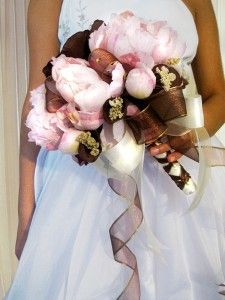 Brown & Pink Wedding Flower,  This could be made with caulalillies, and pink roses.