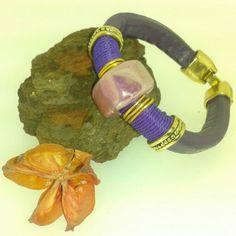 pulsera de cuero regaliz morado cerámica y metal www.albaberrocal.com