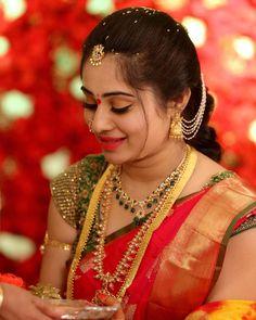 Sumamakeupartist: gorgeous bride on her engagement ceremony makeover by makeup bookings contact us Bridal Silk Saree, Saree Wedding, Saree Color Combinations, Wedding Saree Blouse Designs, Saree Jewellery, Indian Jewellery Design, Jewellery Designs, Indian Jewelry, South Indian Bride