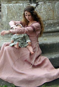 Robe médiévale en lin réalisée sur commande