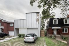Contemporary Detached Dwelling Hiding Spatial Complexity in Montreal, Canada