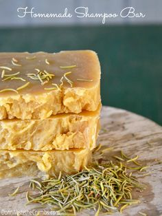 Avoiding ingredients in food is easy. In house and beauty products? Swap out your typical chemical-laden shampoo with this homemade shampoo bar instead. A step-by-step tutorial will walk you through the simple and budget-friendly recipe, and Shampoo Bar Diy, Homemade Shampoo, Natural Shampoo Recipes, Natural Soaps, Homemade Facials, Diy Savon, Savon Soap, Aloe Vera, Diy Cosmetic