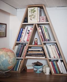 Cool idea for a kids room or reading nook. A letter bookcase. Home Interior, Interior Design, Book Nooks, Reading Nook, Shelving, Kids Room, Sweet Home, Lettering, Cool Stuff
