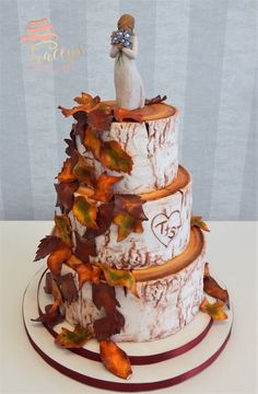 Gorgeous Autumnal silver birch wedding cake