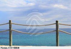 Kuva sivustosta http://kuva.pixmac.fi/4/kaide-kaide-meren-koysi-ja-puu-alicante-pixmac-kuva-81186839.jpg.