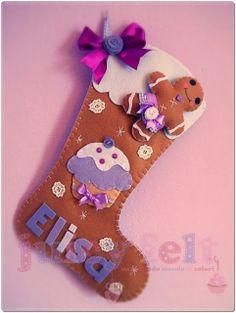 calza befana Family Christmas Stockings, Art Christmas Gifts, Felt Christmas Decorations, Xmas Stockings, Felt Christmas Ornaments, Christmas Time, Felt Diy, Felt Crafts, Felt Stocking