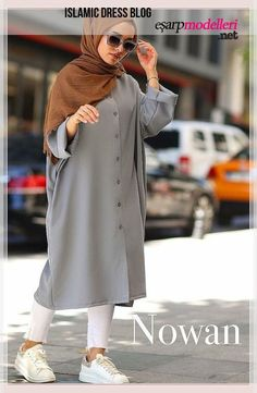 Apr 2020 - düğmeli ince yazlık tesettür tunik Hijab Style Dress, Modest Fashion Hijab, Modern Hijab Fashion, Casual Hijab Outfit, Hijab Fashion Inspiration, Hijab Chic, Muslim Fashion, Casual Outfits, Fashion Outfits