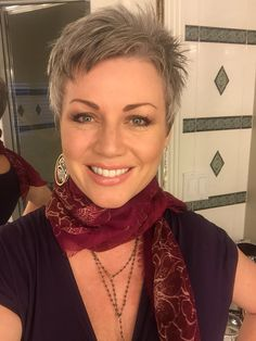 Best Womens Hairstyles For Fine Hair – HerHairdos Short Curly Hairstyles For Women, Short Choppy Hair, Short Grey Hair, Mom Hairstyles, Undercut Hairstyles, Short Hair Cuts For Women, Curly Hair Styles, Short Cuts, Blonde Hairstyles