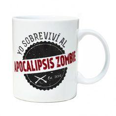Una taza de la que estar orgulloso y te hará recordar las miles de aventuras que pasaste cuando sobreviviste al Apocalipsis Zombie, fueron días duros sin tregua, un auténtico infierno... Tómate el café y ¡despierta!