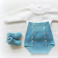 Instagram media maria_carapim - #babyclothing #babyclothes #babysweater #sweater #babybottoms #bottoms #bloomers #babybloomers #babyknitwear #babybooties #babyboy #babygirl #yarn #instaknit #bebé #roupadebebé #babyspam #babyboutique #baby #babyfashion #blue #handmade #booties #mariacarapim Knitting For Kids, Baby Knitting Patterns, Crochet For Kids, Baby Bloomers, Baby Girl Romper, Knitted Baby Clothes, Baby Knits, Culottes, Knit Pants