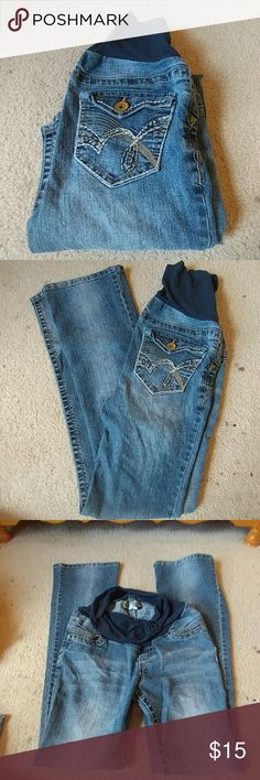 Wildflower Maternity Jeans size XS Wildflower jeans, maternity size XS. They are bootleg and have an elastic belly panel. Inseam measures 30 inches. Wildflower Jeans Boot Cut