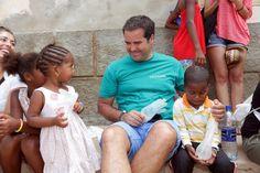 Com tão pouco podemos fazer tanto pelos outros... tanta dignidade nos olhos destas crianças.