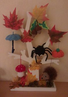Herfst - themahoek/tafel Herfst, die boom is gaaf als themaboom! Autumn Nature, Autumn Trees, Crafts For Kids, Arts And Crafts, Class Decoration, Nature Crafts, Fall Diy, Art Activities, Felt Crafts