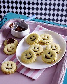 Unser beliebtes Rezept für Mürbeteig Smileys und mehr als 55.000 weitere kostenlose Rezepte auf LECKER.de.
