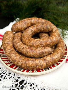 carnati-de-casa-pentru-craciun Sausage Recipes, Pork Recipes, My Recipes, Cooking Recipes, Charcuterie, Romanian Food, Tasty, Yummy Food, Portuguese Recipes
