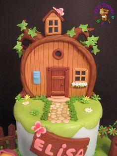 Masha and the Bear - Cake by Sheila Laura Gallo - CakesDecor Cookie House, House Cake, Bear Birthday, First Birthday Cakes, Masha Cake, Masha Et Mishka, Marsha And The Bear, Bithday Cake, Bear Cookies