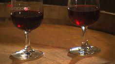 Vous avez déjà sûrement entendu ou lu que le vin a des vertus exceptionnelles pour nous protéger contre les maladies cardiovasculaires. C'est la raison pour laquelle certaines personnes se mettent à boire en pensant protéger leurs artères et éviter l'infarctus du myocarde. Cette attitude est-elle justifiée ? Le vin est-il bon pour la santé ? Les réponses dans ce dossier.