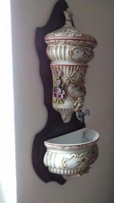 80 €: Linda pia água benta loiça antiga com base em madeira 65 cm Altura.. Perfeita sem avarias.