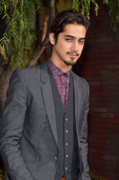 "Avan Jogia Photos Photos - Actor Avan Jogia attends the Los Angeles premiere of Warner Bros. Pictures' ""Beautiful Creatures"" at TCL Chinese Theatre on February 6, 2013 in Hollywood, California. - Premiere Of Warner Bros. Pictures' ""Beautiful Creatures"" - Red Carpet"