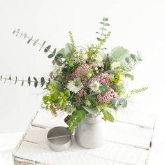Le bouquet pour @blushrennes 💕💕 #lesfleursdemilijolie #atelier #fleuriste #rennes #bretagne #fleuristerennes #champetre #fleuristebretagne #fleurs #fleuristemariage #bucolique  #bouquet #abonnements