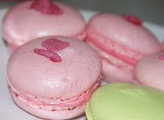 Ruth Clemens' (The Pink Whisk) Perfect Macaroons Almond Recipes, My Recipes, Sweet Recipes, Baking Recipes, Favorite Recipes, French Recipes, Baking Desserts, Cookie Recipes, How To Make Macaroons