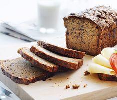 Ett gott och nyttigt frukostbröd som passar både till vardags och till helgfrukosten. Brödet är bakat på rågkross, linfrön, gräddfil och lingonsylt. Servera med ett gott pålägg och en kopp te.