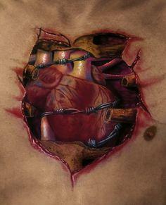Ein Herz hinter Stacheldraht: Realistische und tiefe Einblicke erzeugt SoFat vom Tattoo Zentrum Lübeck.