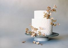 Modern Wedding Cakes Organic and Simple Wedding Cake Inspiration Creative Wedding Cakes, Elegant Wedding Cakes, Cool Wedding Cakes, Beautiful Wedding Cakes, Wedding Cake Designs, Wedding Desserts, Beautiful Cakes, Wedding Decorations, Elegant Cakes