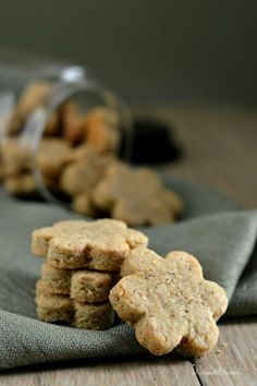 Ottimi per l'aperitivo! Cookie Recipes, Snack Recipes, Snacks, Antipasto, Savoury Biscuits, No Bake Cookies, Finger Foods, Food Inspiration, Buffet