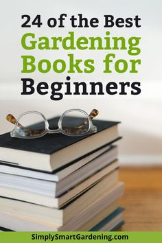 Discover the best gardening books for beginners. These books will help you become a gardening expert faster. Gardening Books, Gardening Tips, Kitchen Gardening, Best Perennials, Garden Maintenance, Tree Care, Urban Homesteading, Easy Garden, Garden Ideas