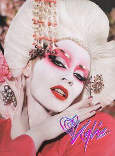 Photographs Of Kylie Minogue, 2008 Kylie Minogue, Looking Gorgeous, Beautiful, Oriental Fashion, Fantasy Makeup, Interesting Faces, Face Art, Makeup Inspiration, Makeup Inspo