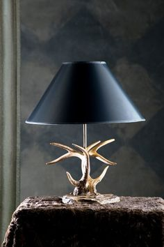 NEW ANTLER TABLE LAMP ON FLAT ROCK BASE