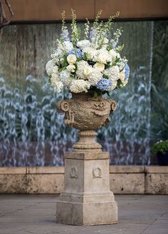 How beautiful is this grand floral arrangement with fresh hydrangeas and roses!
