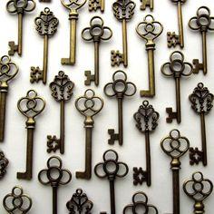 Amazon.com: Aokbean Mixed Set of 30 Large Skeleton Keys in Antique Bronze - Set of 30 Keys $8.99