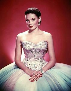 Gene Eliza Tierney (1920 –  1991) Según el productor Darryl F. Zanuck, sería «incuestionablemente la mujer más bella de la historia del cine»