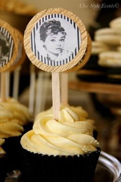 Hollywood Glam Party cupcakes with audrey hepburn Old Hollywood Party, Old Hollywood Glamour, Hollywood Theme Party Food, Hollywood Birthday Parties, Cupcake Party, Cupcake Cakes, Cupcake Ideas, Cupcake Toppers, 40th Birthday Party Themes