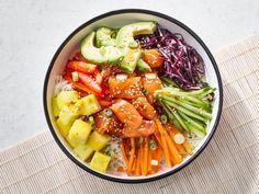 Feel like a salad for supper? Quebec, Ensalada Cobb, Poke Bol, Maple Salmon, Salmon Poke, Sushi Bowl, Salad Sauce, Hoisin Sauce, Sauce Teriyaki