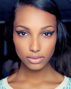 1 Trend 4 Ways: Daring Blue Eyeliner: Girls in the Beauty Department Girls Makeup, Love Makeup, Beauty Makeup, Makeup Looks, Hair Beauty, Pretty Makeup, Beauty Bar, Blue Eyeliner, Cat Eyeliner