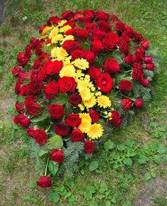 Wieńce i wiązanki pogrzebowe | Studio Atamaris Wreaths, Plants, Door Wreaths, Deco Mesh Wreaths, Plant, Floral Arrangements, Garlands, Floral Wreath, Planets