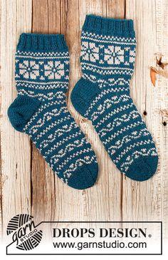 Knitting Gauge, Knitting Charts, Knitting Patterns Free, Free Knitting, Knitting Socks, Drops Design, Knitted Mittens Pattern, Knit Mittens, Drops Karisma