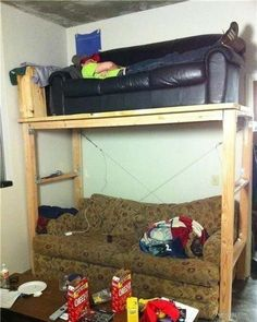 Sofa Bunk Beds | 31 Redneck DIYs That Are Borderline Genius/// you mean the double decker couch?