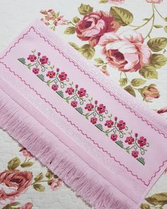 Small Cross Stitch, Cross Stitch Borders, Cross Stitch Designs, Kutch Work Designs, Cushion Cover Designs, Crewel Embroidery, Baby Knitting Patterns, Diy And Crafts, Towel