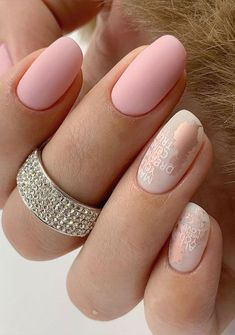 Cute Nail Art Design Ideas With Pretty & Creative Details : Matte Pink nails with rose gold Matte Pink Nails, Neutral Nails, Cute Nail Art Designs, Beautiful Nail Designs, Pretty Short Nails, Wedding Nails Design, Accent Nails, Creative Nails, Gorgeous Nails