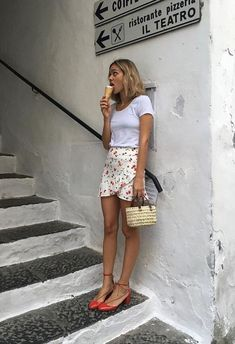 This is one of the cute vacation outfits that is easy to wear. Take a look at the trendy and cute vacation outfits for the summer 2018 season! From casual resort dresses to other warm weather clothing, we have it. Style Outfits, Mode Outfits, Fashion Outfits, Womens Fashion, Skirt Fashion, Easy Outfits, Woman Outfits, Office Outfits, Fashion Shoes