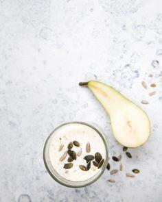 Pear & celery smoothie. https://www.jotainmaukasta.fi/2016/09/20/paaryna-varsisellerismoothie/