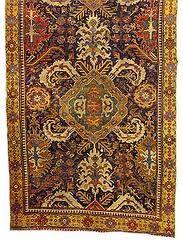 Göbek motif grupları, Türk halılarında ilk defa 16. yy.da kullanılmaya başlanmıştır. Bu dönemde sürekli olarak motif ve kompozisyon gelişimi olmuştur.