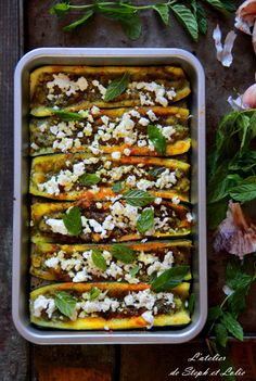 courgettes farcies à la feta et menthe Happy Vegan, Flan, Weeknight Meals, Cooking Time, Green Beans, Zucchini, Vegetarian, Beef, Vegetables