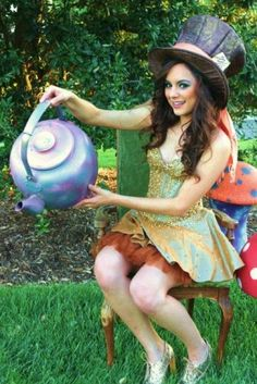 Alice in Wonderland Party Ideas from Chakodadesigns.com featured @ www.partyz.co your party planning search engine!