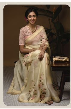 ghagra choli modern / ghagra choli _ ghagra choli modern _ ghagra choli simple _ ghagra choli manish malhotra _ ghagra choli wedding _ ghagra choli for kids _ ghagra choli modern designer _ ghagra choli traditional Silk Saree Blouse Designs, Saree Blouse Patterns, Fancy Blouse Designs, Indian Blouse Designs, Stylish Sarees, Trendy Sarees, Saree Floral, Sari Design, Simple Sarees